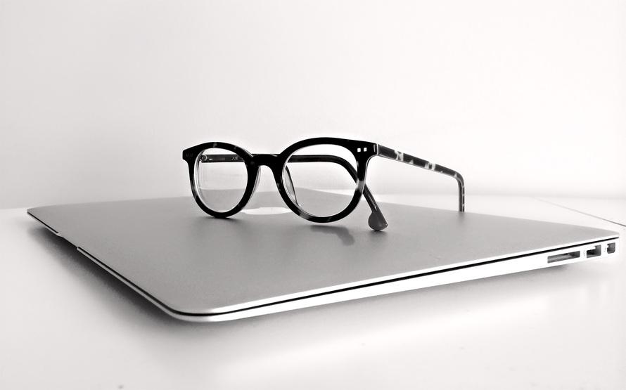 macbook-laptop-computer-technology-159417-large-2.jpg